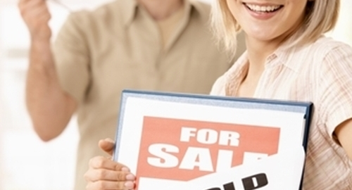 Pending home sales remain flat in July.
